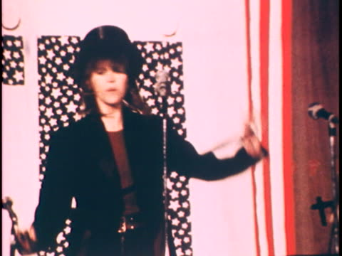 jane fonda dancing with top hat and cane - (war or terrorism or election or government or illness or news event or speech or politics or politician or conflict or military or extreme weather or business or economy) and not usa点の映像素材/bロール