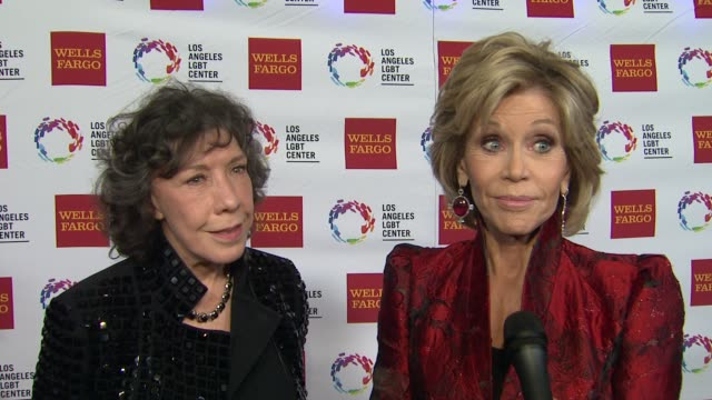 stockvideo's en b-roll-footage met interview jane fonda lily tomlin on the event at los angeles lgbt center 46th anniversary gala vanguard awards at the hyatt regency century plaza on... - anniversary gala vanguard awards