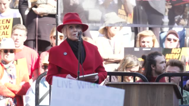jane fonda on. her opening speech on climate. change, oil drilling in california, her protest movement at jane fonda's fire drill friday at los... - ジェーン・フォンダ点の映像素材/bロール