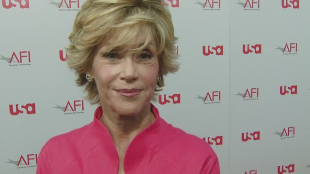 jane fonda on the event, on her first screen test kiss with warren beatty, on the barriers he has broken. at the warren beatty to be honored with... - ジェーン・フォンダ点の映像素材/bロール
