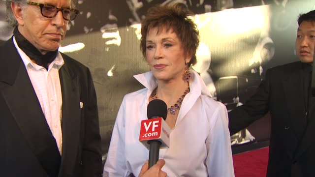 jane fonda on who she is rooting for to win an academy award at the 2010 vanity fair oscar party hosted by graydon carter at west hollywood ca. - vanity fair oscar party点の映像素材/bロール