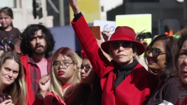 jane fonda protest at jane fonda's fire drill friday at los angeles city hall on february 07, 2020 in los angeles, california. - ジェーン・フォンダ点の映像素材/bロール