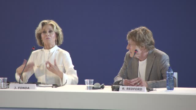 vídeos de stock e filmes b-roll de interview jane fonda robert redford on old people sex robert redford being a good kisser at 'our souls at night' press conference 74th venice... - robert redford