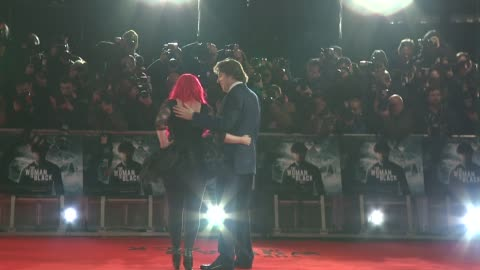 jane goldman, jonathan ross at the woman in black world premiere at the royal festival hall on january 24, 2012 in london, england. - ジェーン ゴールドマン点の映像素材/bロール