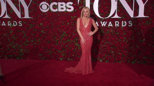jane krakowski at 2016 tony awards red carpet at the beacon theatre on june 12 2016 in new york city - 70th annual tony awards stock videos and b-roll footage