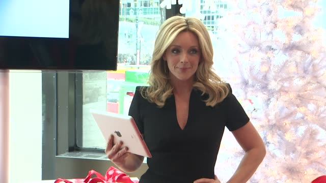 jane krakowski at jane krakowski and bank of america help new yorkers spread holiday cheer on december 12 2012 in new york new york - bank of america stock videos & royalty-free footage