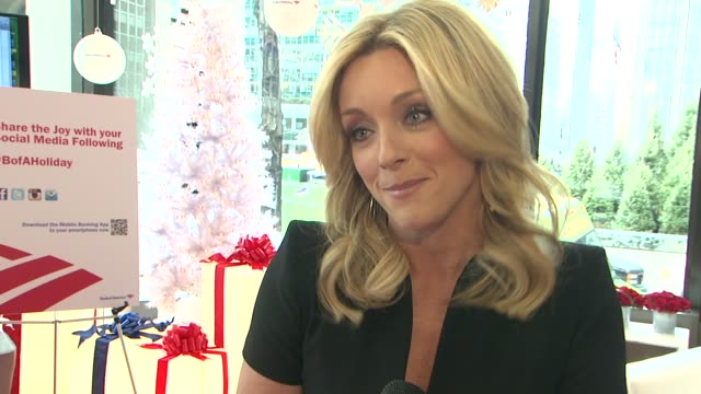 jane krakowski on bank of america's new mobile app and functions at jane krakowski and bank of america help new yorkers spread holiday cheer on... - bank of america stock videos & royalty-free footage