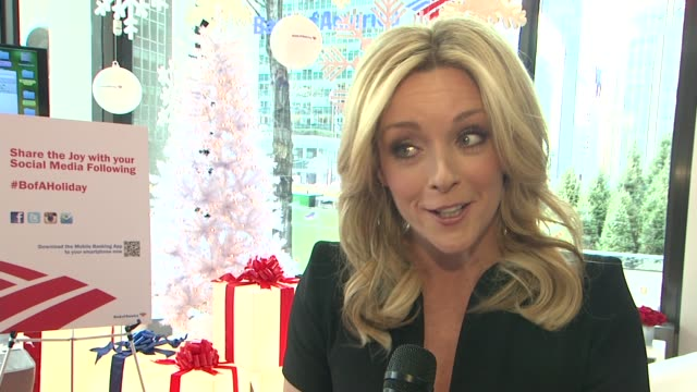 jane krakowski on her holiday plans at jane krakowski and bank of america help new yorkers spread holiday cheer on december 12 2012 in new york new... - bank of america stock videos & royalty-free footage