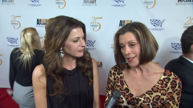 jane leeves and wendie malick on the event at the the 25th anniversary genesis awards presented by the humane society of the united states at century... - wendie malick stock videos & royalty-free footage