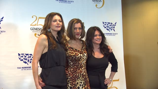 jane leeves, wendie malick, valerie bertinelli at the the 25th anniversary genesis awards presented by the humane society of the united states at... - wendie malick stock videos & royalty-free footage