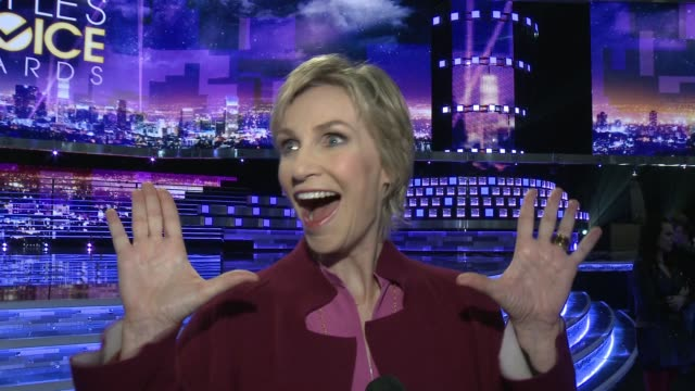interview jane lynch on why she's excited to host this year's show and what we can expect from it at people's choice awards 2016 press day in los... - people's choice awards stock videos & royalty-free footage
