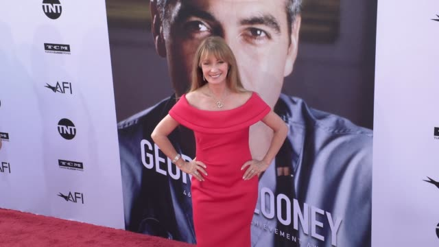 jane seymour at the american film institute honors george clooney with 46th afi life achievement award at dolby theatre on june 07 2018 in hollywood... - american film institute bildbanksvideor och videomaterial från bakom kulisserna