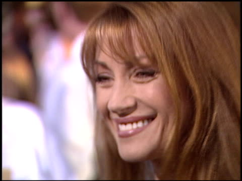 jane seymour at the premiere of 'the lizzie mcguire movie' at the el capitan theatre in hollywood, california on april 26, 2003. - エルキャピタン劇場点の映像素材/bロール