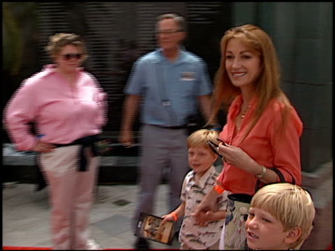 jane seymour at the 'when dinosaurs roamed america' premiere at the los angeles county museum of art in los angeles, california on july 7, 2001. - ロサンゼルスカウンティ美術館点の映像素材/bロール