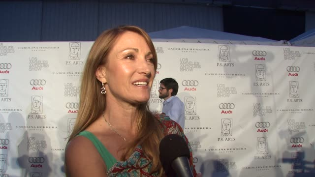 vídeos de stock, filmes e b-roll de jane seymour on if she's a fan of antiques and if so if she'll be doing any shopping tonight on the importance of art in public schools and on her... - rainha de beleza