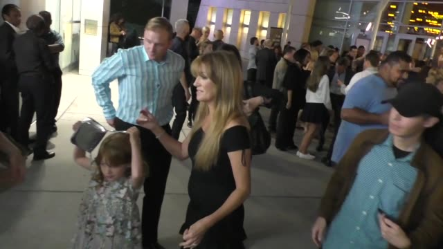 vidéos et rushes de jane seymour outside the high strung free dance premiere at arclight cinemas in hollywood on october 10, 2019 at celebrity sightings in los angeles. - arclight cinemas hollywood