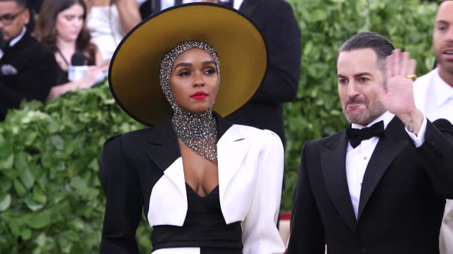 janelle monae and marc jacobs at heavenly bodies: fashion & the catholic imagination costume institute gala at the metropolitan museum of art on may... - デザイナー マーク・ジェイコブス点の映像素材/bロール