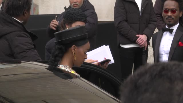 janelle monae attends the chanel show as part of the paris fashion week womenswear fall/winter 2019/2020 on march 5 2019 in paris france - セレブリティの日常シーン点の映像素材/bロール
