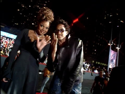 stockvideo's en b-roll-footage met janet jackson and qtip arriving at the 1999 mtv video music awards red carpet - 1999