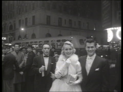 Janet Leigh and Tony Curtis arrive at premiere / No SOUND