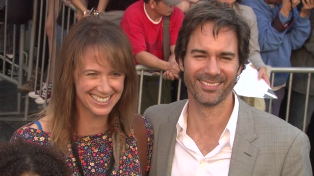 janet mccormack eric mccormack kids at the 'gnomeo juliet' premiere at los angeles ca - janet holden stock videos & royalty-free footage
