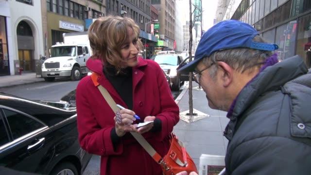 vídeos de stock, filmes e b-roll de janet mcteer arrives at the today show 1/24/2012 in celebrity sightings in new york - janet mcteer