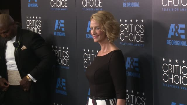 vídeos de stock, filmes e b-roll de janet mcteer at the 2015 critics' choice television awards at the beverly hilton hotel on may 31 2015 in beverly hills california - janet mcteer