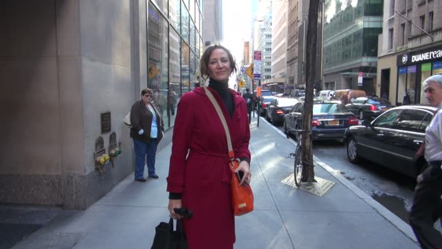 vídeos de stock, filmes e b-roll de janet mcteer leaving the today show 1/24/2012 in celebrity sightings in new york - janet mcteer
