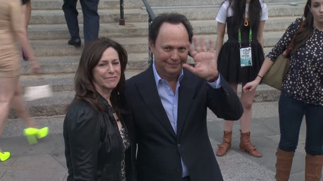 vídeos de stock, filmes e b-roll de janice crystal and billy crystal at vanity fair party 2012 tribeca film festival on 4/17/2012 in new york ny united states - billy crystal