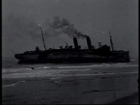vidéos et rushes de january 1 1919 ws uss northern pacific aground off fire island / new york united states - 1910 1919