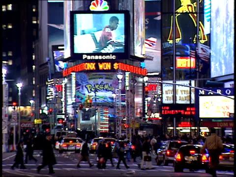 january 15, 2000 pedestrians walking through times square in front of the jumbotron / new york, new york, united states - 2000 2010 stil bildbanksvideor och videomaterial från bakom kulisserna