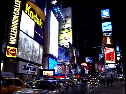 january 15 2000 pan various buildings billboards and pedestrians walking in times square / new york new york united states - 2000 2010 stil bildbanksvideor och videomaterial från bakom kulisserna