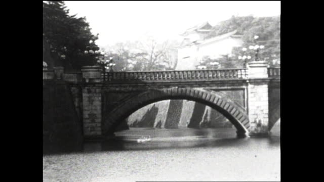 january 2 nijubashi bridge; over 380,000 people visited the palace for new year's greeting; imperial couple waving to people from balcony; people... - 王室点の映像素材/bロール
