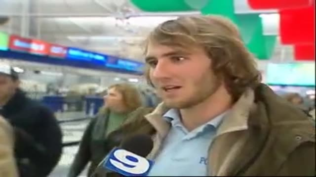vidéos et rushes de january 2, 2007 interview--by wgn reporter juan carlos when he was out to get some sound on a recent alleged ufo sighting at chicago's o'hare... - ovni