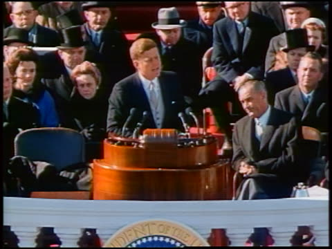 vídeos de stock, filmes e b-roll de january 20 1961 president kennedy makes ask not what your country can do for you inaugural speech - tomada de posse
