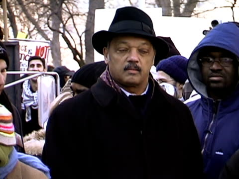 stockvideo's en b-roll-footage met january 2003 medium shot jesse jackson at anti-war protest/ washington dc - 2003
