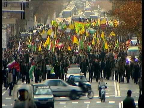 january 2009 montage anti-u.s. protestors shouting slogans outside old american embassy following barack obama's inauguration as u.s. president/... - människoarm bildbanksvideor och videomaterial från bakom kulisserna