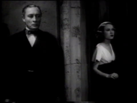 vídeos de stock, filmes e b-roll de january 21, 1933 ms man knocks on door and woman opens door to walk into hallway / united states - terno