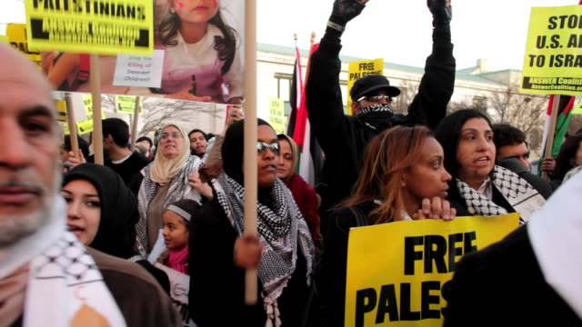 january 23 2009 ms pan crowd at protest against israel's attack on gaza strip/ washington dc/ audio - scarf stock videos & royalty-free footage
