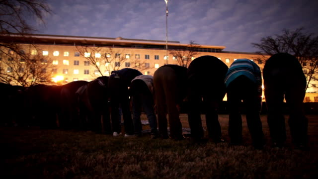 stockvideo's en b-roll-footage met january 23, 2009 row of men kneeling and praying in park across from state department following protest against israel's attack on gaza strip/... - bukken