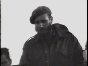 vidéos et rushes de the united states breaks diplomatic relations with cuba. after the triumph of the cuban revolution led by fidel castro, relations by the two... - 1961