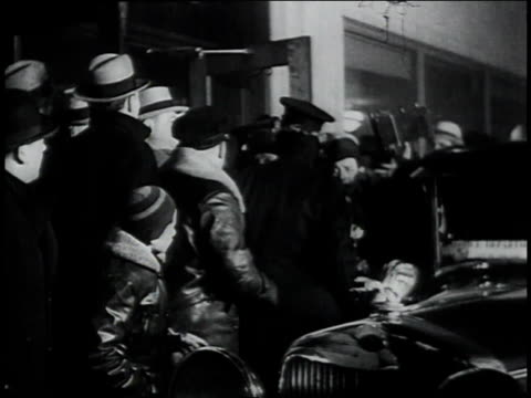 january 30 1934 ms police escorting john dillinger through a crowd to a car / chicago illinois united states - bankräuber stock-videos und b-roll-filmmaterial