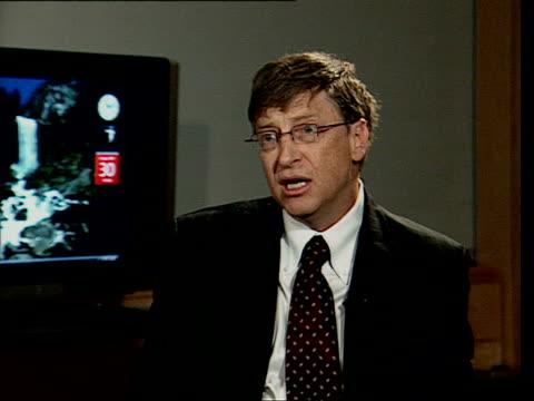 vídeos y material grabado en eventos de stock de january 30, 2007 bill gates being interviewed at launch of windows vista/ london, england/ audio - traje completo