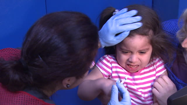 january 7, 2010 young patient getting an h1n1 vaccine / arlington, virginia, united states - 人間の鼻点の映像素材/bロール