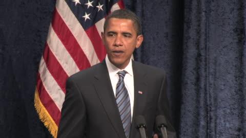 vidéos et rushes de january 8, 2009 president-elect barack obama giving a speech on the economy at george mason university/ fairfax, virginia/ audio - 2009
