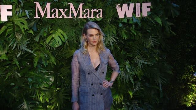 january jones at max mara celebrates alexandra shipp, the 2018 women in film max mara face of the future award recipient at chateau marmont on june... - ジャニュアリー・ジョーンズ点の映像素材/bロール