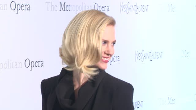 vídeos y material grabado en eventos de stock de january jones at metropolitan opera gala premiere of jules massenet's manon at the metropolitan opera house on march 26 2012 in new york new york - 2012