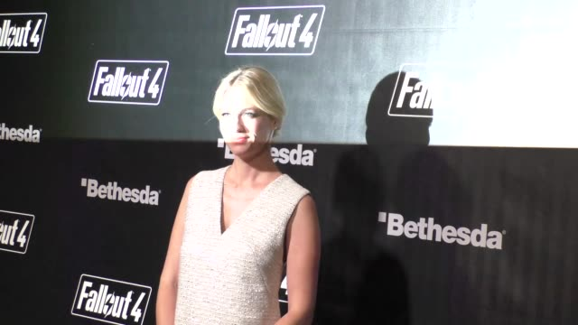 january jones at the fallout 4 video game launch event in downtown los angeles in celebrity sightings in los angeles, - ジャニュアリー・ジョーンズ点の映像素材/bロール