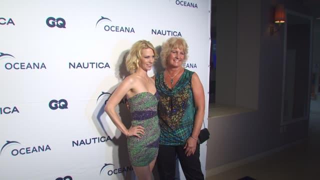 january jones at the nautica celebrates world oceans day at west hollywood ca. - ジャニュアリー・ジョーンズ点の映像素材/bロール