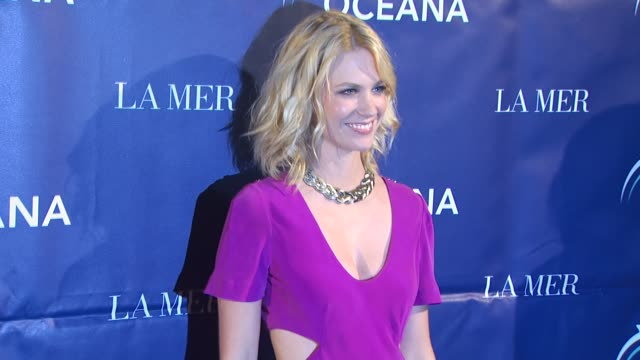 january jones at the oceana annual partners award gala 2009 at los angeles ca - january jones stock videos & royalty-free footage